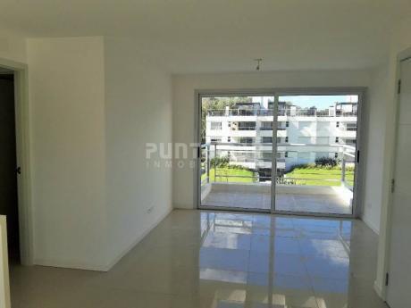 Penthouse A Estrenar De Dos Dormitorios Y Dos BaÑos, Con Una Amplia Terraza Con Parrillero Propio. - Ref: 211758