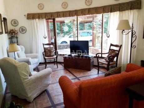 Muy Linda Casa En Zona De Playa Brava, Cerca Del Mar , En Un Entorno Muy Tranquilo Y Confortable Para Disfrutar De Unas Buenas Vacaciones