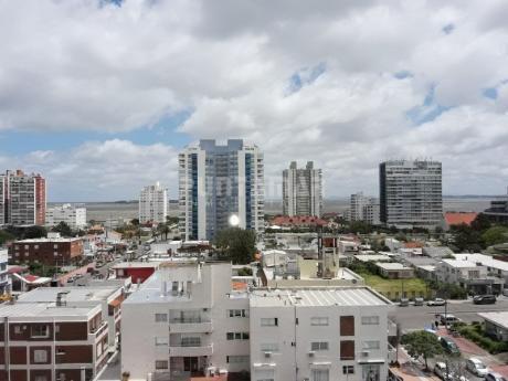 Lindisimo Apartamento En Una Torre Nueva Con Amenitis, Cerca De Playa Brava Y Centro De Punta Del Este.