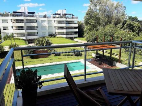 Muy Lindo Apartamento Ubicado A 100 Metros De Playa Brava, Terraza Con Parrillero Propio, Cochera Y Baulera