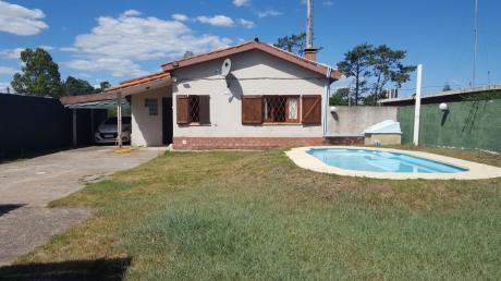 Casa Con Piscina Próxima Al Arroyo Y Bus