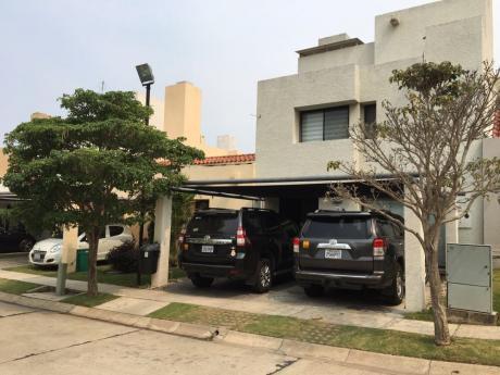 Casa En Alquiler Av. Bush 3er Anillo Condominio Ciudad Real
