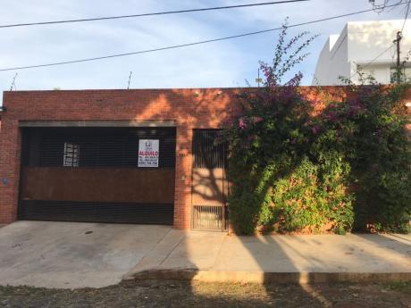 Alquilo Casa En Carmelitas Toda En Planta Baja.