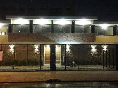 Vendo Amplio Dúplex En Asunción.
