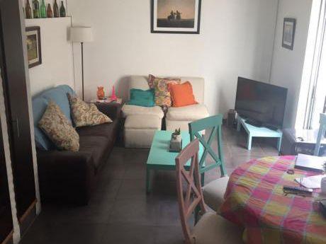 Pocitos, Reciclaje 2 Dormitorios, Patio Y Parrillero.