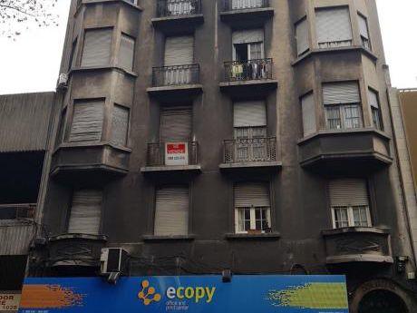 Apto. Centro, 4 Dormitorios, Piso 2, Al Fte.