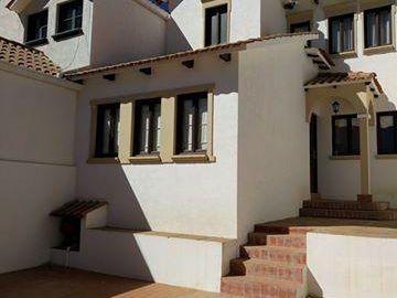 Casa En Venta En Zona Residencial De La Ciudad Ref. 77121635