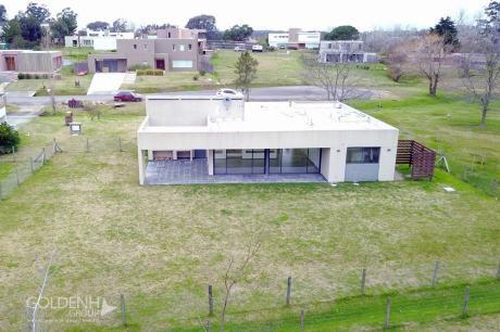 Importante Residencia A Estrenar, Moderna Construcción De Calidad En Altos De La Tahona.