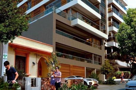 Importante Planta De Tres Dormitorios Con Dos Suites A Metros Del Mar.