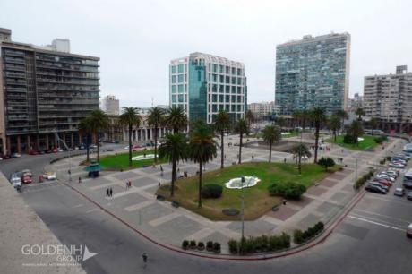 Apartamento De Estilo Con Vista A Plaza Independencia, Lo Que No Hay!