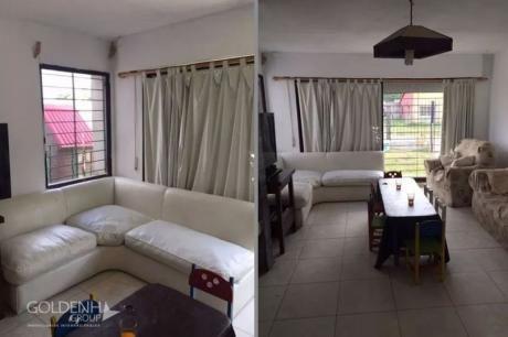 Chalet Con Apartamento De Servicio Y Piscina.
