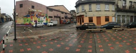 Local Y Dos Casas En Venta Con Renta En Esquina. Ciudad Vieja