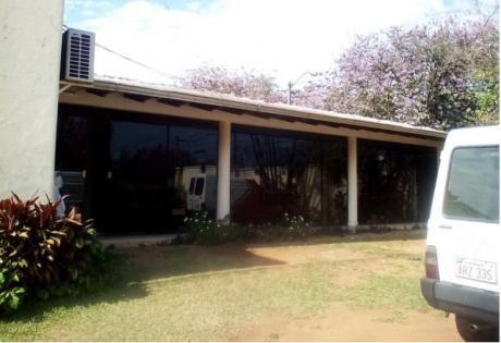 Alquilo Amplia Casa En Esquina En El Barrio Villa Morra