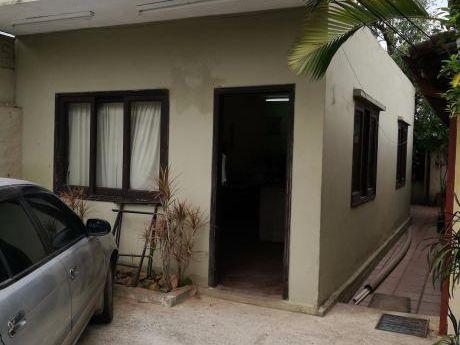 Vendo Casa Antigua Bo.herrera ( 360 Mts2)
