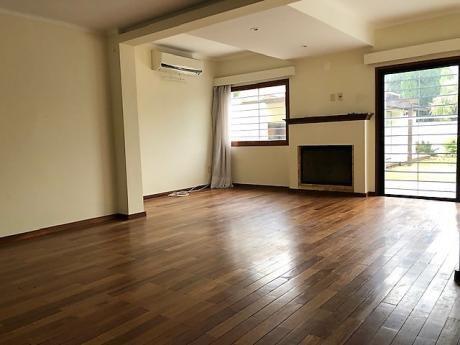 Carrasco - Casa En Alquiler - 3 Dormitorios - Servicio