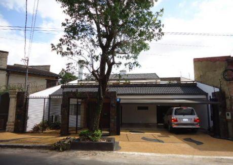 Alquilamos  Amplia Casa A Estrenar En Barrio Herrera Sobre Asfalto