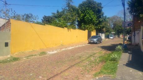 Vendo Hermosa Y Amplia Casa Zona A 300 Mts De Av. Americo Pico.-