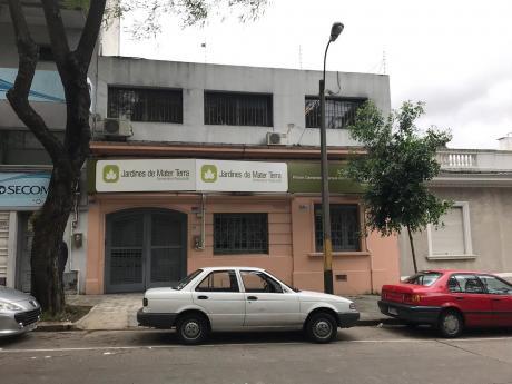 Local Comercial En Chana Y Bvr Artigas. 200m2, 7 Cuartos. Garaje