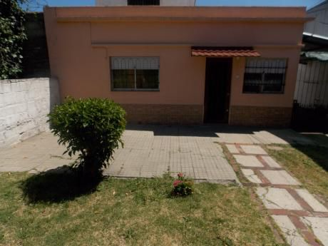 Cno. Corrales Y Claramunt - Casa 2 Dorm. Con Garage.