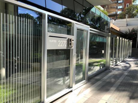 Apartamento En Alquiler - Nuevo - 3 Dormitorios - 2 Garajes