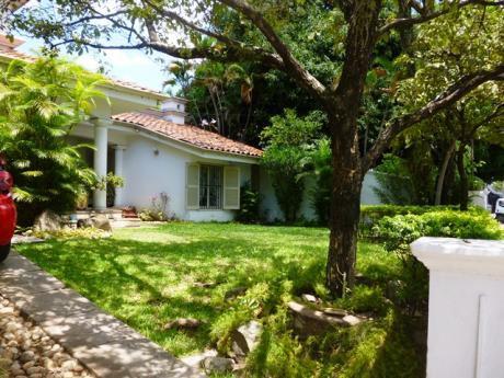 Casa En Venta Y Alquiler En Asunción - Sobre Avda. España