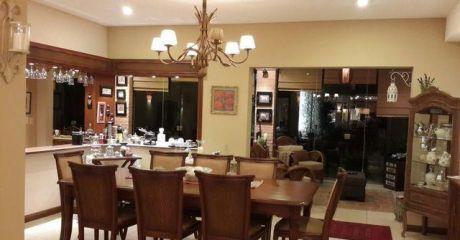 Elegante Residencia, Con Finos Detalles, Fernando De La Mora (zona Norte)