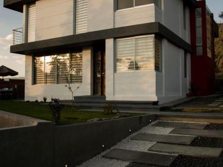 Casa De 262m2 Y Terreno De 1004m2 En Venta A 5 Minutos Del Club De Golf