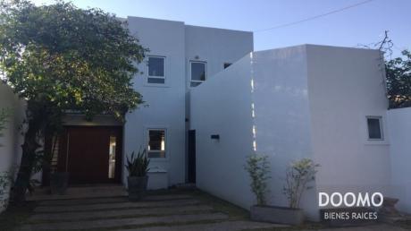 Hermosa Casa Con Piscina En Barrio Residencial!! Zona Primer Presidente.