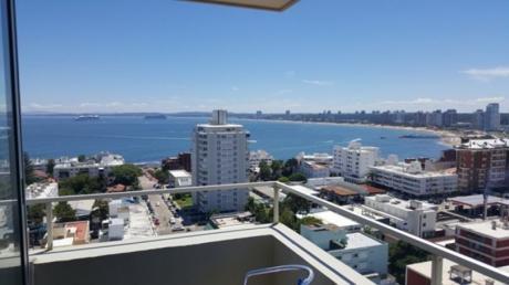 Departamento Con Vistas Al Puerto Y Playa Mansa, 3 Dormitorios