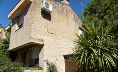 Casa De 2 Dormitorios, Cocina-comedor Living , BaÑo.garaje, Patio