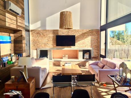 Moderna Casa En Altos De La Tahona Impecable