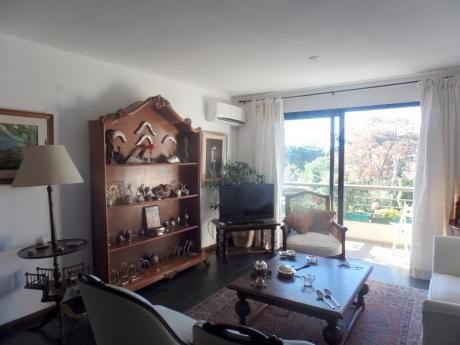 Venta De Apartamento De 3 Dormitorios En Carrasco Este