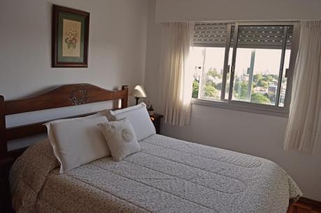 Se Vende En Malvin Sur Precioso Apartamento De 2 Dormitorios 1 Baño Y Garaje.