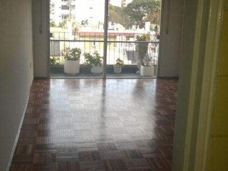 Amplio Apartamento De 2 Y Servicio O 3 Dormitorios!!