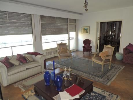 Amplio Apartamento Con 2 Garaje Fijos!!