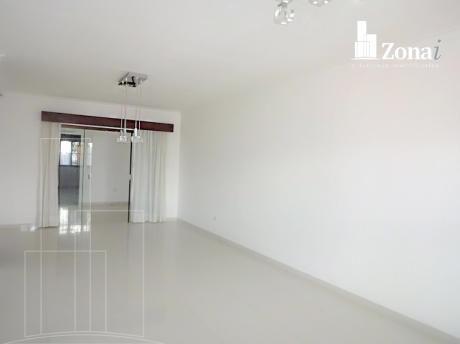 En Alquiler *ideal Para Empresa* Hermosa Casa Amplia!