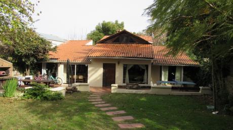 Casa En Calle De Los Argentinos