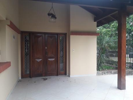 Hermosa Casa Toda En Planta Baja En Barrio Los Laureles
