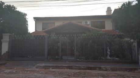 Vendo! Casa En Lambare A Pasos De Cacique.