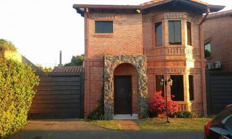Duplex En Condominio Villa Toscana. Barrio Ykua Sati
