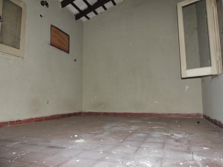 Oferto Casa Antigua Sobre Calle Independencia Nacional - Zona Iglesia San Roque