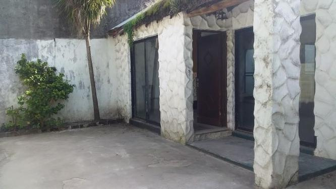 OPORTUNIDAD! PH Interior con jardín y patio, grandes ventanales a Reciclar