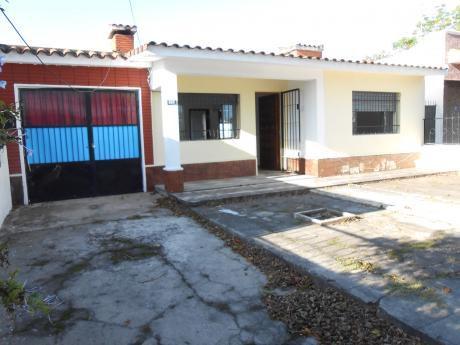 Casa + Apartamento Con Parrillero Y Garaje