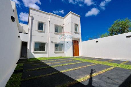 Alquilo Hermosa Casa A Estrenar 3 Dorm. En Suite + Escritorio Bo. Mburucuya.