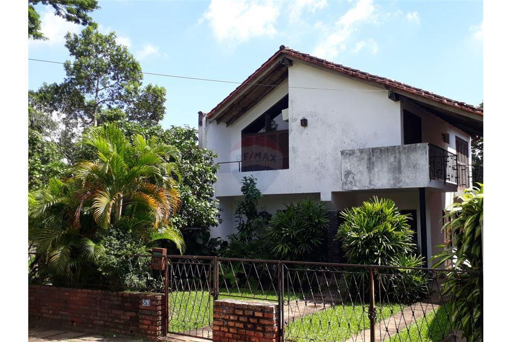 Casa Con Excelente Ubicacion En Los Laureles- As