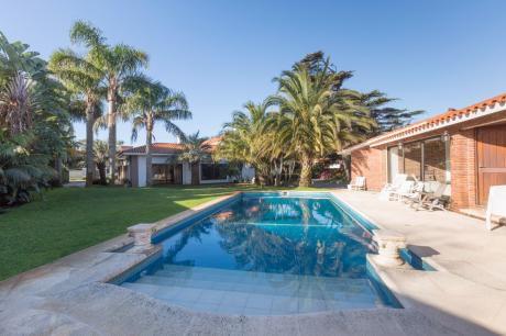 Espectacular Residencia Próximo Al Cottage Con Renta