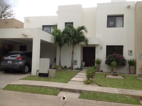 Condominio La Hacienda 3