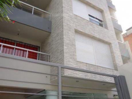 Montevideo Puerto Del Buceo. 1 Dormitorio Con Renta