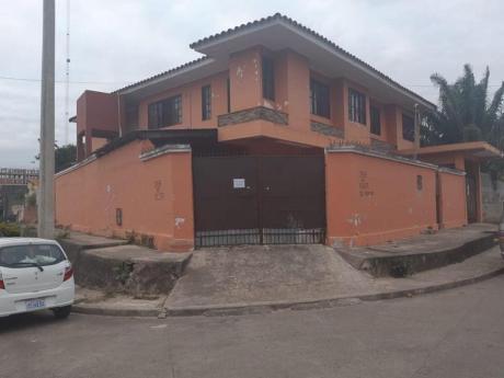 Casa En Anticretico Av. Tomas De Lezo Entre 2do Y 3r Anillo