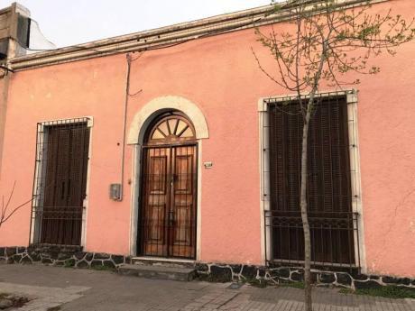 A 1 Cuadra De Garibaldi Y 2 De General Flores. P.h De Presencia Y Varios Fines.